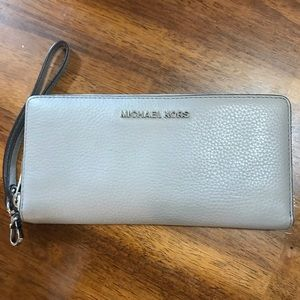 Grey Micheal Kors wristlet with phone holder